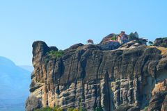 Varlaam kloster med ett sagolikt landskap och rikt av religiös konst arkivbild