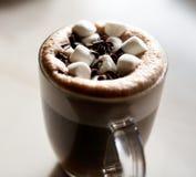 Varm choklad med marshmallower Arkivfoto