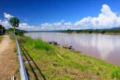 Varm dag i Mekong River Arkivfoto