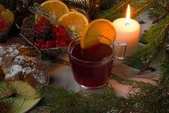Varm drink funderat vin Arkivbild