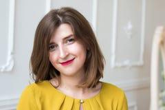 Varm flicka i citronklänning Fotografering för Bildbyråer