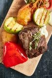 Varm grillad biff för nötköttfläskkarré royaltyfria bilder