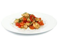 Varm höna och nya grönsaker i sund sallad Arkivfoto