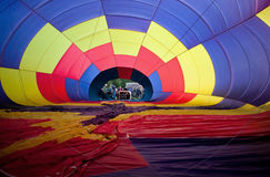 varm inflating för luftballong Arkivfoton