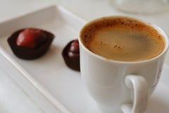 Varm kaffe- och deliciuschocolatte Fotografering för Bildbyråer