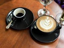 Varm kaffeespresso och varm kaffelatte royaltyfria foton