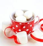 Varm kakao med marshmallower, söt drink Arkivfoto
