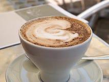 Varm kopp av cappuccinokaffe Arkivbild