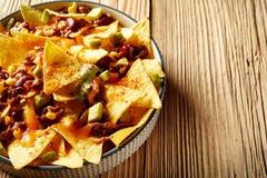 Varm kryddig chili con carne med nachosrecept Arkivbild