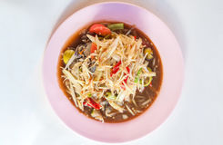 Varm kryddig Som Tam för Papayasallad på en platta Thailand Royaltyfria Foton