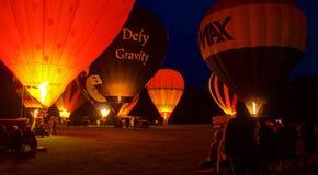 Varm luft Baloons på natten Arkivfoton