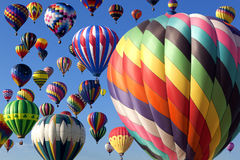 varm luftballongflygande Arkivfoton