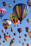 varm luftballongflygande Arkivbilder