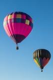 varm luftballongflygande Fotografering för Bildbyråer