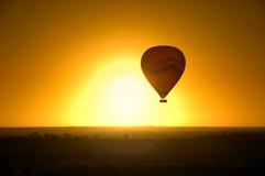 varm luftballongflygande Royaltyfri Foto