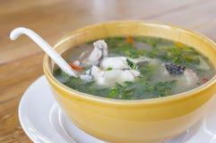 Varm och sur soppa för thailändsk matsnakeheadfisk Royaltyfri Foto