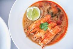 Varm och sur soppa och räka i förtätat vatten, thailändsk traditiona Royaltyfri Fotografi