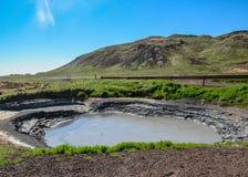 Varm pöl för gyttja i geotermisk för Krà för aktivt område suvÃk ½, Seltun, globala Geopark, geotermiskt aktivt område i Island,  royaltyfri fotografi