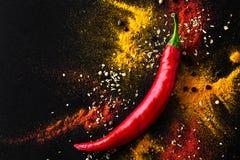 varm pepparred en blandning av kryddiga smaktillsatser ovanför sikt Arkivfoto