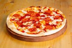 Varm pizza för peperoni Arkivfoto