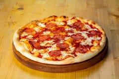 Varm pizza för peperoni Fotografering för Bildbyråer