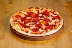Varm pizza för peperoni Royaltyfri Bild