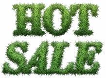 Varm Sale text som göras av gräs Royaltyfri Fotografi