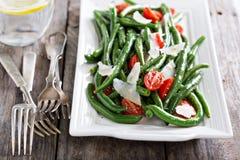Varm sallad med haricot vert och parmesanost Arkivbild