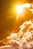 varm skysommar Arkivfoton