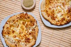 Varm smaklig brödkaka med gul ost Fotografering för Bildbyråer