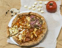 Varm smaklig pizza arkivfoton
