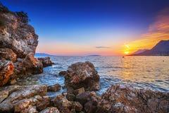 Varm solnedgång Gradac i Kroatien Royaltyfri Bild