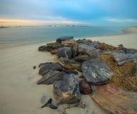 Varm soluppgång på kusten som förbiser silverpunktlänet, parkerar Royaltyfria Foton