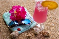 Varm sommar och sandig strand arkivbild
