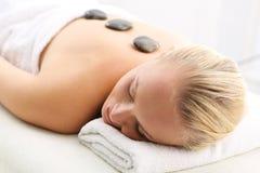 Varm stenmassage, svensk massage arkivfoton