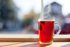 Varm Tea av Fönster Fotografering för Bildbyråer