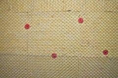 Varm vägg som isoleras med stenull arkivfoton
