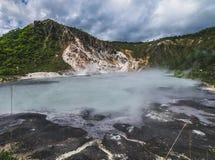 Varm vår för svavel på Oyunuma sjön, Noboribetsu Onsen, Hokkaido, Royaltyfria Bilder
