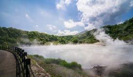 Varm vår för svavel på Oyunuma sjön, Noboribetsu Onsen, Hokkaido, Royaltyfri Foto