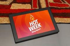 Varm vecka som annonserar på skärmen Marknadsföring e-kommers, publicitet royaltyfria bilder