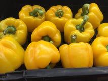varma chili på marknadssikten Arkivfoto