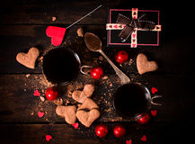 Varma kakao och kakor Arkivfoto