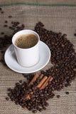 varma kanelbruna korn för kaffekopp Royaltyfria Foton