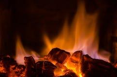 Varma kol i branden Royaltyfri Foto