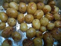Varma lagade mat mini- stekpotatisar Arkivfoton
