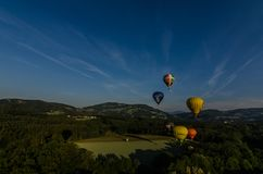 varma luftballonger tar av Arkivbilder