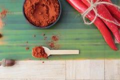 Varma peppar för kryddigt paprikapulver och ny chili Arkivfoto