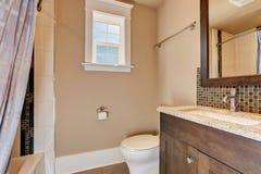 Varma persikaväggar av den halva badruminre Royaltyfria Bilder