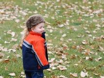 varma pojkekläder royaltyfri foto