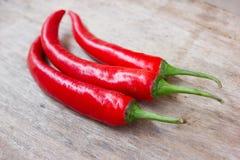 Varma röda chili- eller chilipeppar Arkivbild
